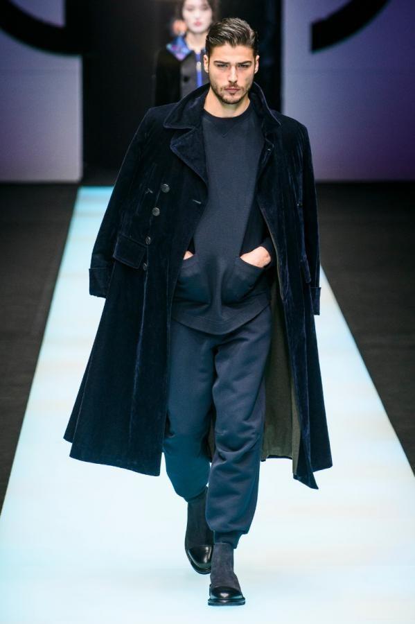 7cd18800a6262 Giorgio Armani apresenta coleção outono inverno em Milão