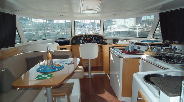 Une nuit à bord d'un bateau amarré au Vieux-Port avec SOLEIL ROUGE Yachting