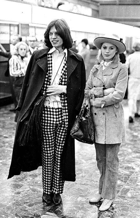 Mick Jagger and Marianne Faithfull, 1960s. QUE LINDA PAREJA Y ELLA ES UNA GENIO