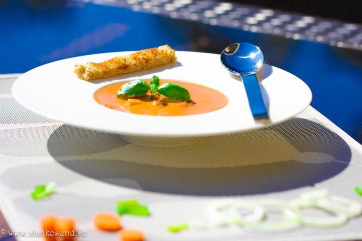 Tomatsoppa  Med Rotfrukter #tomatsoppamedrotfrukter #tomatsoppa #rotfrukter #soppa #soup #receptsoppa #soppor #slankosund