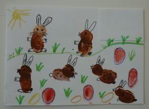 Osterhasen beim Eier verstecken - Bild mit Fingerabdrücken gestaltet