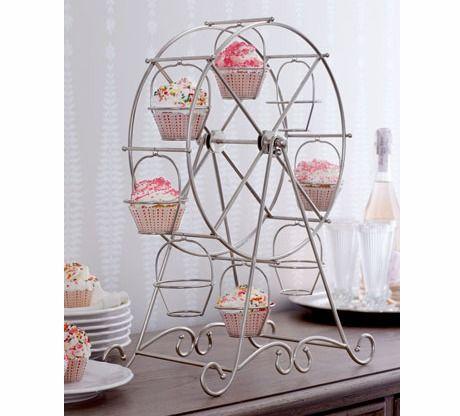 A cupcake ferris wheel.. wow!