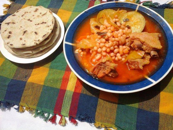 Sopa de frijoles blancos   Receta Salvadoreña   Una de las formas de hacer fijoles blancos compartida con ustedes para que puedan deleitarse...