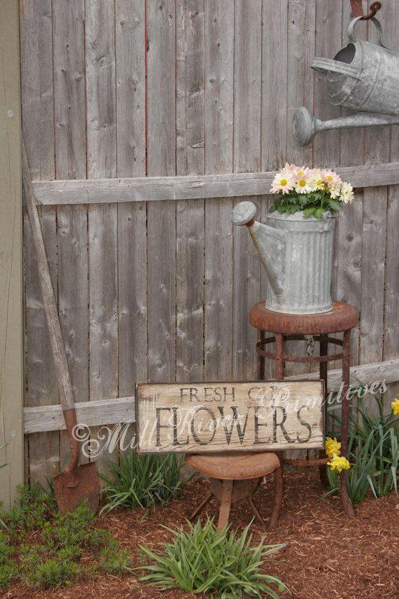 25 best ideas about primitive garden decor on pinterest for Wooden flower bed ideas