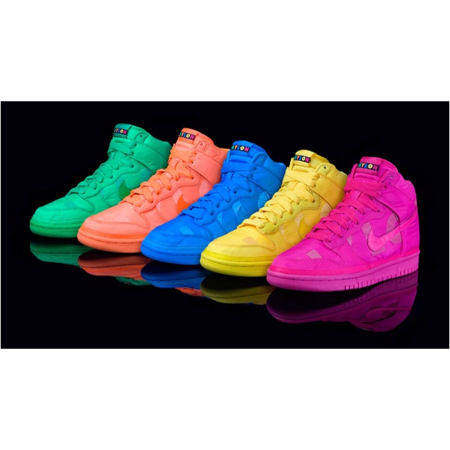 ee7eb10d3 Put neon and sneakers together