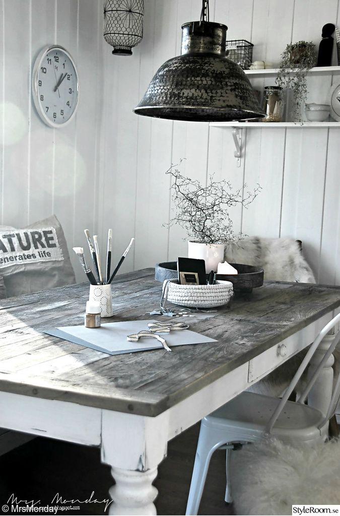 matplats,matbord,stol,taklampa
