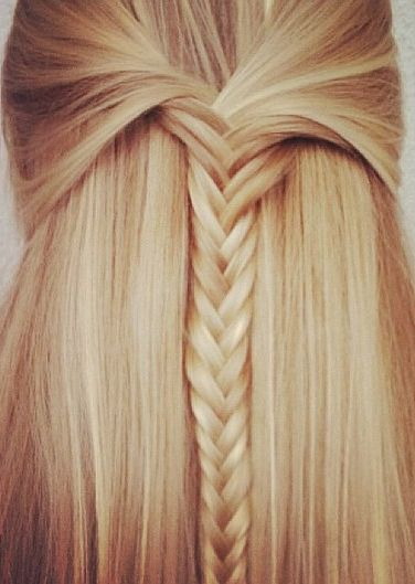 Click here to see the 10 best video tutorials on YouTube for fishtail braid hairstyles!