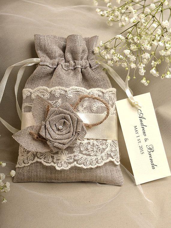 Natural Rústico Lino favor de la boda del bolso, Encaje favor de la boda, el condado de estilo del favor de Bolsas, etiqueta personalizada