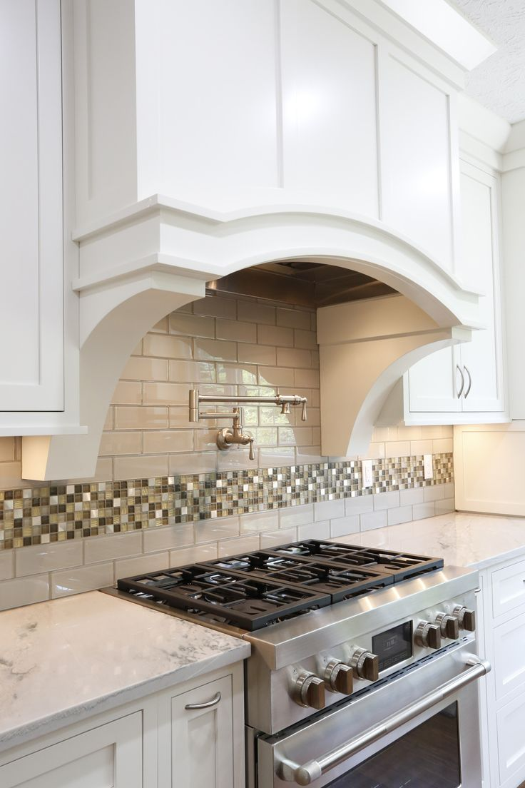 Awesome Jenn Air Pro Style Dual Fuel Range With MultiMode Convection Paired With  Custom Cabinet Hood Make This Kitchen Not Only Functional But Beautiful As  Well.