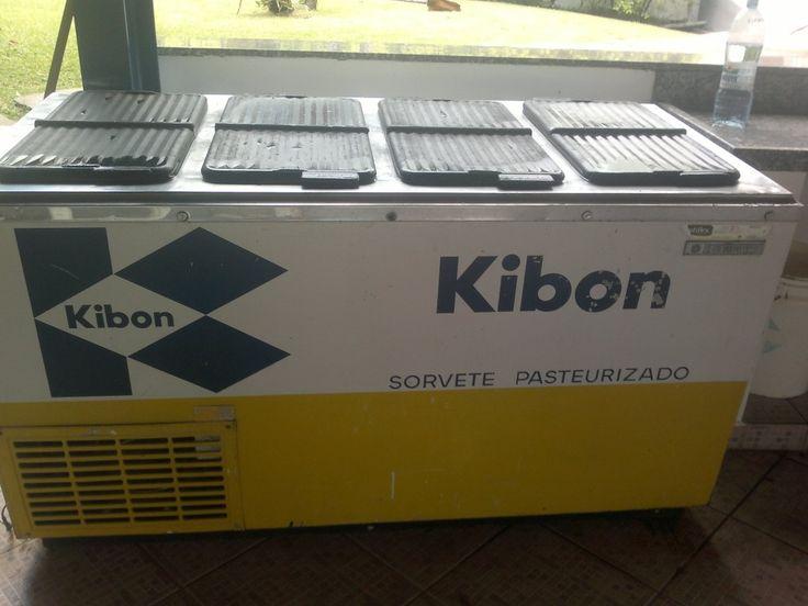 Antiga geladeira dos sorvetes Kibon.