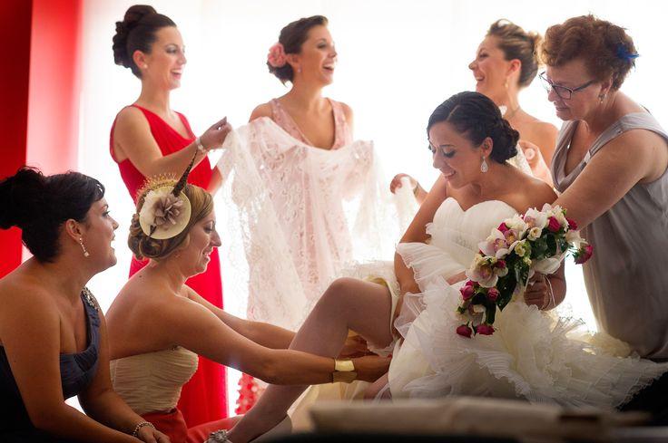 Fotógrafos de Bodas Valencia y Castellón. Somos fotógrafos de bodas creativos y originales, para los que buscan fotografías de boda con un estilo auténtico.