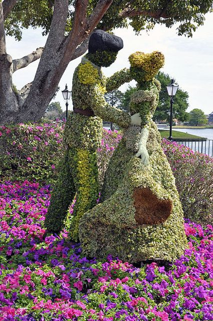 Cinderella topiary at the 2013 Epcot International Flower and Garden Festival.