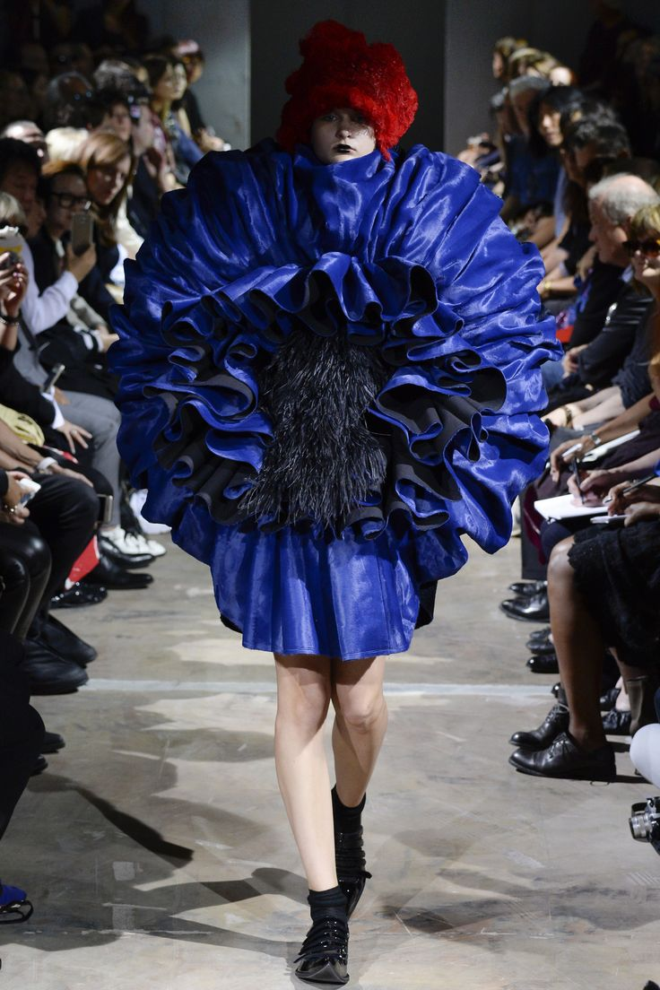 Comme des Garçons Spring 2016 Ready-to-Wear Collection Photos - Vogue  http://www.vogue.com/fashion-shows/spring-2016-ready-to-wear/comme-des-garcons/slideshow/collection#15