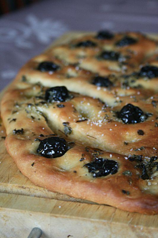 Fougasse aux olives noires et origan