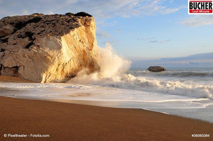 Beim Anblick dieses Bildes fehlt nur das Geräuch der brechenden Wellen...♫♫♫ #bucherreisen #lastminute #zypern #strand #wellen