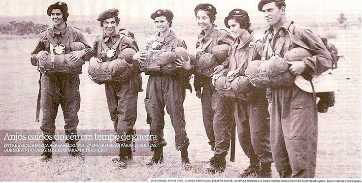 First group of Portuguese Paratroop Nurses with Instructor (left) - African Colonial War 1961