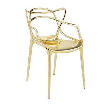 Het is meteen duidelijk waarom deze Masters stoel van Kartell bekroond is met meerdere design awards. De vloeiende lijnen van de zitting maken dit ontwerp van Philippe Starck echt uniek. Gebruik deze kunststof stoel zowel binnen als buiten.