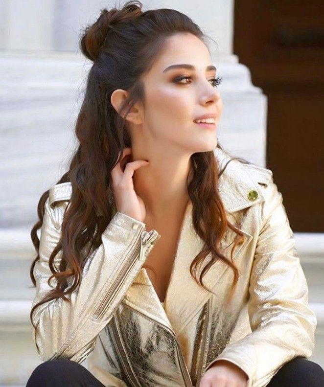 Turkish Series And Celebrities Adli Kullanicinin Ozge Gurel Panosundaki Pin Unluler Sac Dolunay