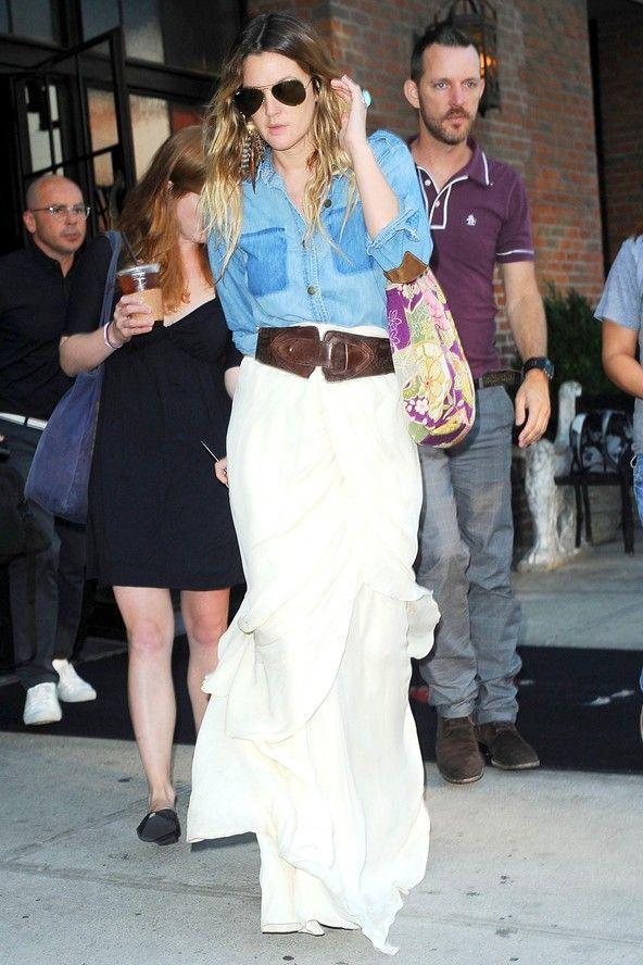 Celebrity Street Style    Picture    Description  30 Popular Fashion Trends     https://looks.tn/celebrity/street-style/celebrity-street-style-30-popular-fashion-trends-2/