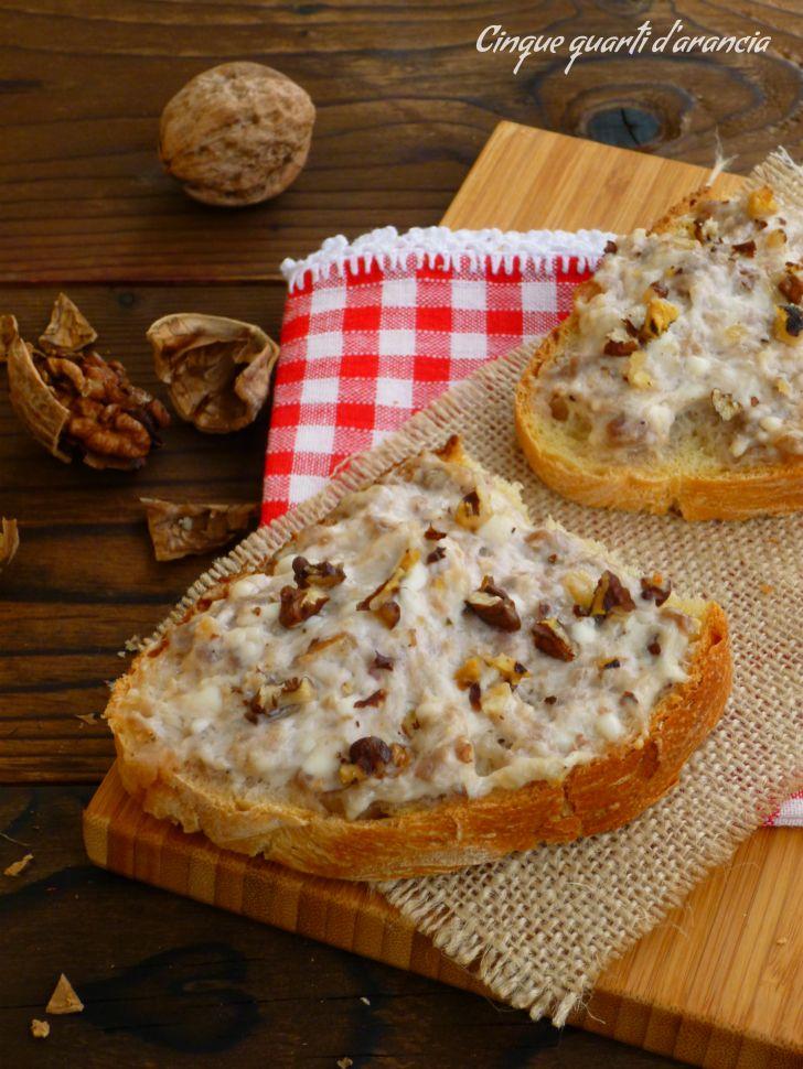 crostoni salsiccia stracchino e noci 1