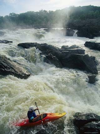 Kayaker running maryland side of great falls on the for Potomac river fishing spots