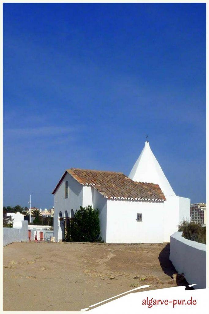 Urlaub in der Algarve, Portugal: Ermida de Nossa Senhora da Rocha Bei Armaçao de Pêra steht die Kapelle Ermida de Nossa Senhora da Rocha. Wunderschön gelegen auf einer Landzunge mit super Panoramablick.
