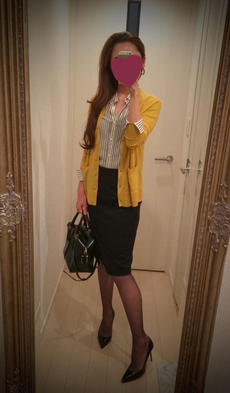 Striped black & white buttoned blouse + Black skirt + yellow sweater + black bag + black heels - http://ameblo.jp/nyprtkifml