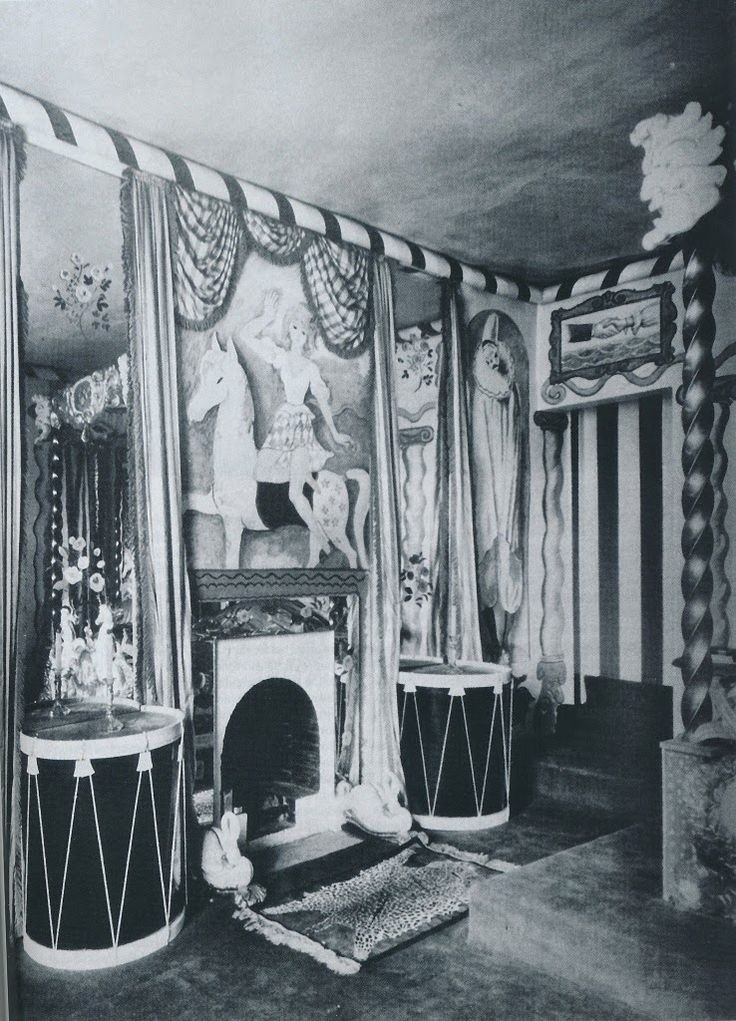 Cecil Beaton 's circus bedroom decorated with murals painted by the likes of Rex Whistler and Olivier Messel