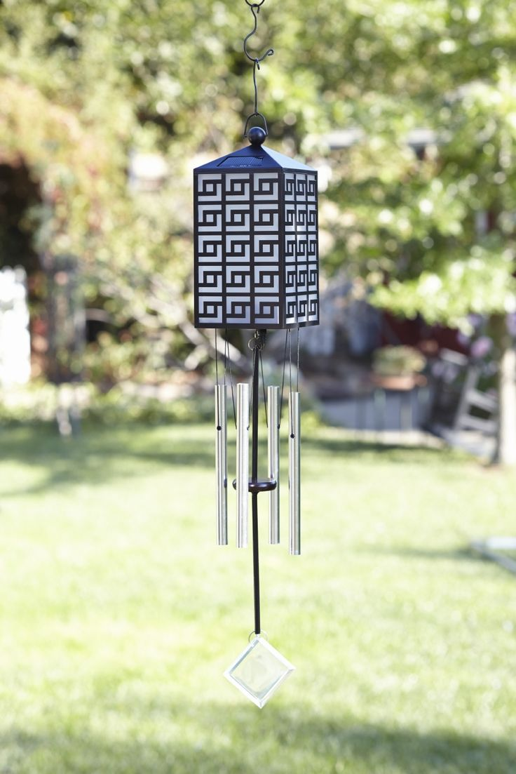 Light up the garden with solar-powered outdoor décor! In times of climate change, solar energy is becoming increasingly important for power generation. Let the power of nature work its magic! PartyLite's Solar Garden Wind Chime lights up your garden with a soft, magical glow as you listen to the gentle sounds of the wind chimes.