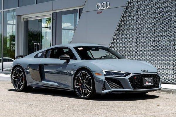 Audi R8 Negro Con Novia