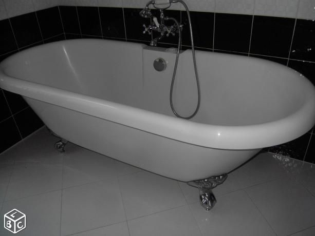 les 25 meilleures id es concernant salle de bains avec baignoire pattes sur pinterest. Black Bedroom Furniture Sets. Home Design Ideas