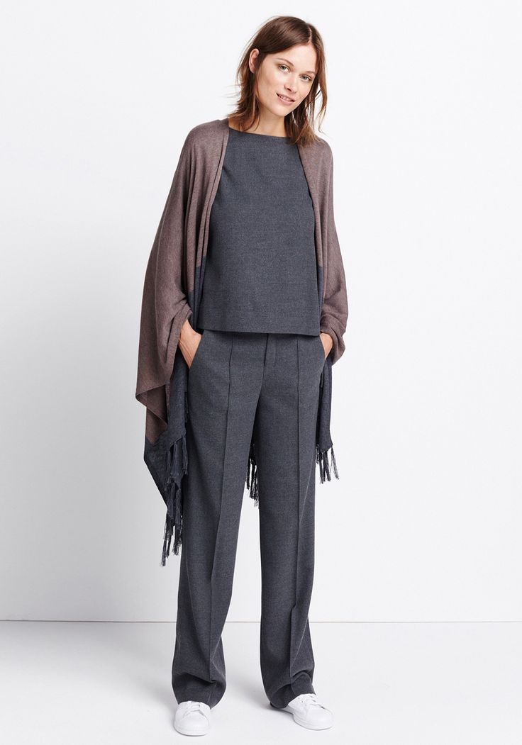 Womens outfit Color-Blocking Cape by someday Fashion: gery cape, grey shirt blouse, grey Marlene trousers