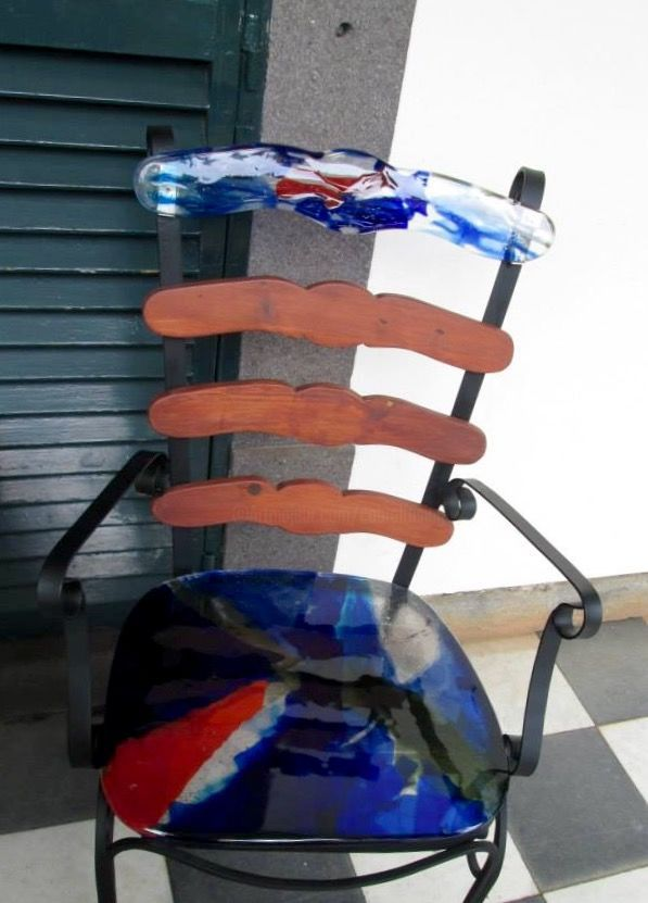 phpidvl9b.jpeg (Design) por Conceição Cabral Cadeira em ferro pintado de preto com tampo em vidro fundido de 12mm encostas em madeira e vidro.