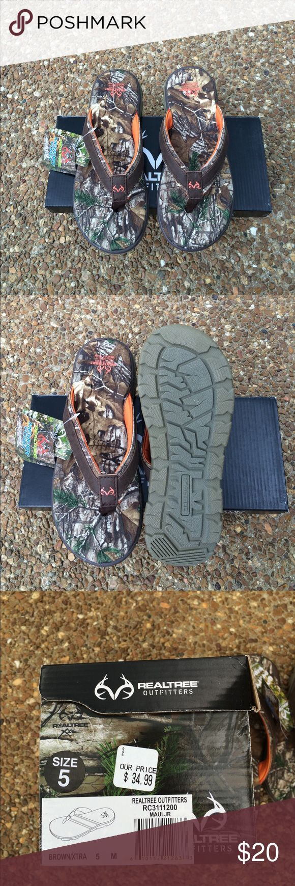 REALTREE outfitters camo flip flops Size 5....for men/women/boys/girls...memory foam fabric uppers... Will include box & decal......BUNDLE & SAVE Realtree Outfitters Shoes Sandals & Flip-Flops