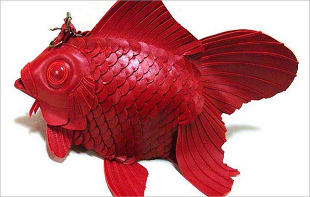 #HeyUnik  Unik....Desainer Ini Bikin Tas Berbentuk Ikan Mas #Desain #Fashion #Hewan #YangUnikEmangAsyik