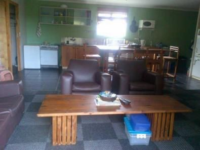 FURNISHED GARDEN FLAT  2 bedroom 1 bathroom kitchen with large dining room table, lounge  included water and electricity tumble drier washing machine all furniture and cutlery | 33398063