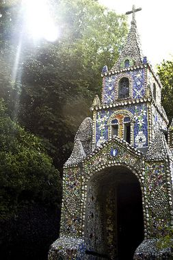 GUERNSEY, ENGLAND THE LITTLE CHAPEL An intricately decorated tiny place of worship