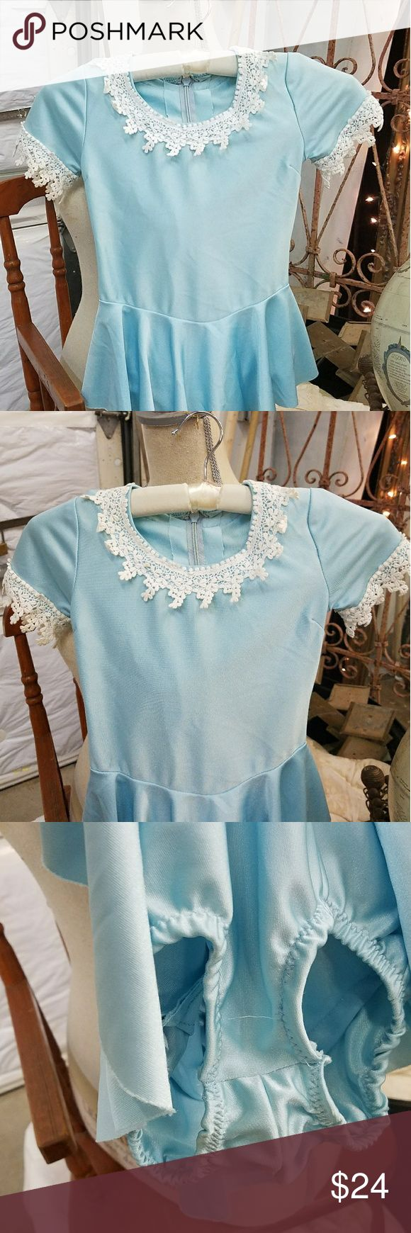 Vintage girls ice skating costume So cute!!  This is an amazing vintage ice skating costume with gorgeous lace trim.  Other than 2 very small brown spots on the lace it's in amazing condition!!  No size tag but I would put it at around a 6x.  I will be happy to take full measurements if interested. Costumes Theater