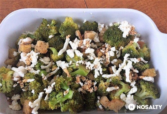 Brokkoli fetával, dióval, balzsamecettel