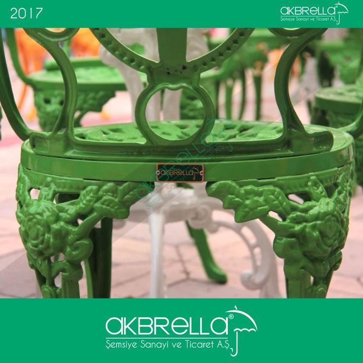 #bahçemobilyası @bahçemobilyaları Akbrella marka logo etiketli fıstık yeşili metal bahçe mobilyası arka görüntüsü