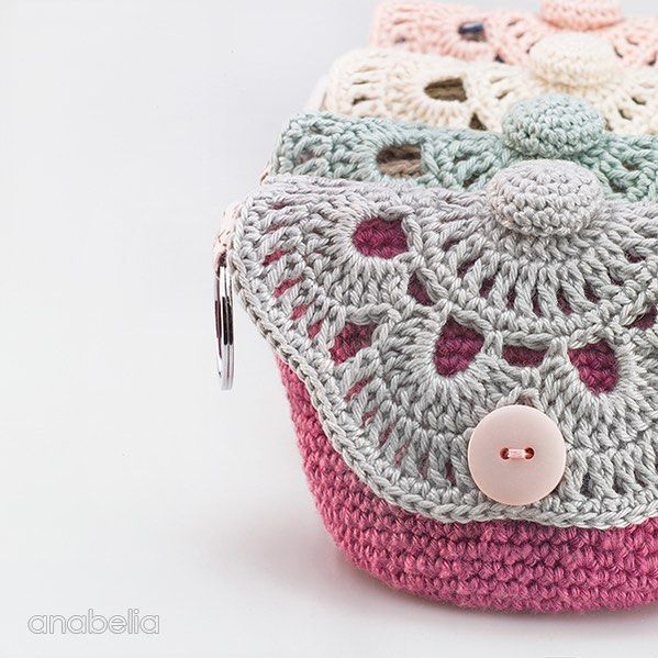 Happy Tuesday 💕 and Hello new followers, so glad to see you here! Thanks you all for your comments (sorry reply time is a bit erratic at the moment) I so love reading them. Lot of love 💕💕💕🍃🌸🍃 #anabeliacraftdesign #crochetaddict #tejer #crochetersofinstagram #haekeln #hekle #crocheting #virkat #virkning #häkeln #instacrochet