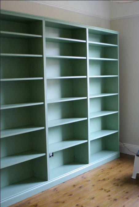 Ikeas Billy-bokhylla är en riktig klassiker. Här är 7 fina bokhyllor med Billy som grund.