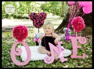 1st Birthday Photo Shoot Ideas | First birthday Minnie Mouse photoshoot  | followpics.co