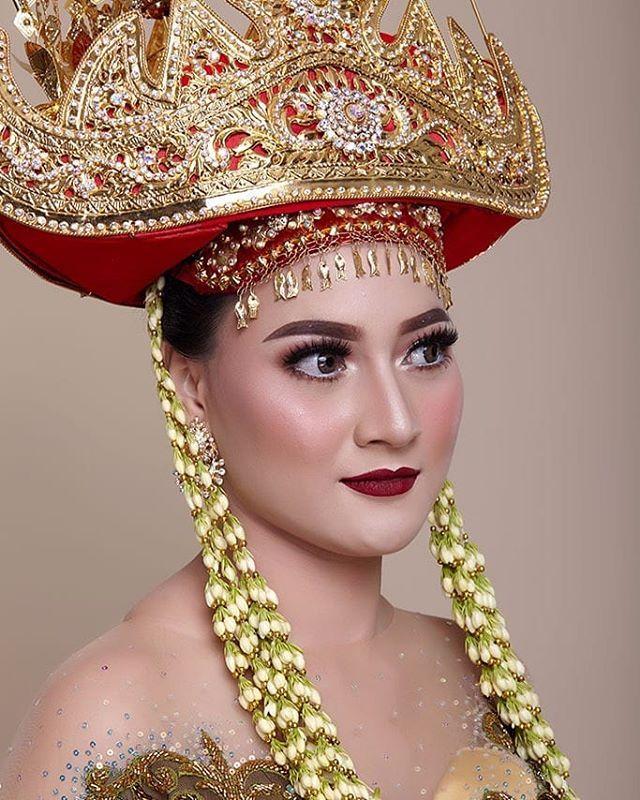 Set Upper Adalah : upper, adalah, Pengantin, Lampung, Referensikan, Berikut, Adalah, Modifikasi, Menampilkan, Perpaduan, Kebaya, Modern, Deng…, Pengantin,, Modern,, Fotografi
