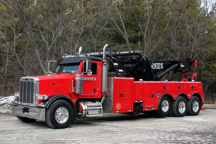Ernie's new 2007 Peterbuilt / Century 75 Ton Rotator. Per Ernie, he still has work to do on the truck.