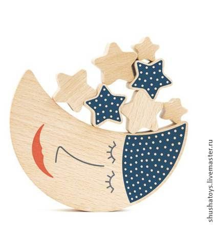 `Месяц и звезды` деревянный конструктор. Игра на равновесие. Детям нужно посадить звездочки на луну так, чтобы ни одна не упала. Игра содержит 19 деталей: 1 луна и 18 звезд. Упакована в мешочек и картонную коробку.  Материал: бук. Для детей от 3-х лет.