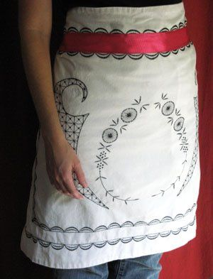 LOVE this!  Easy no-sew DIY apron - using ribbon and a pillow sham!