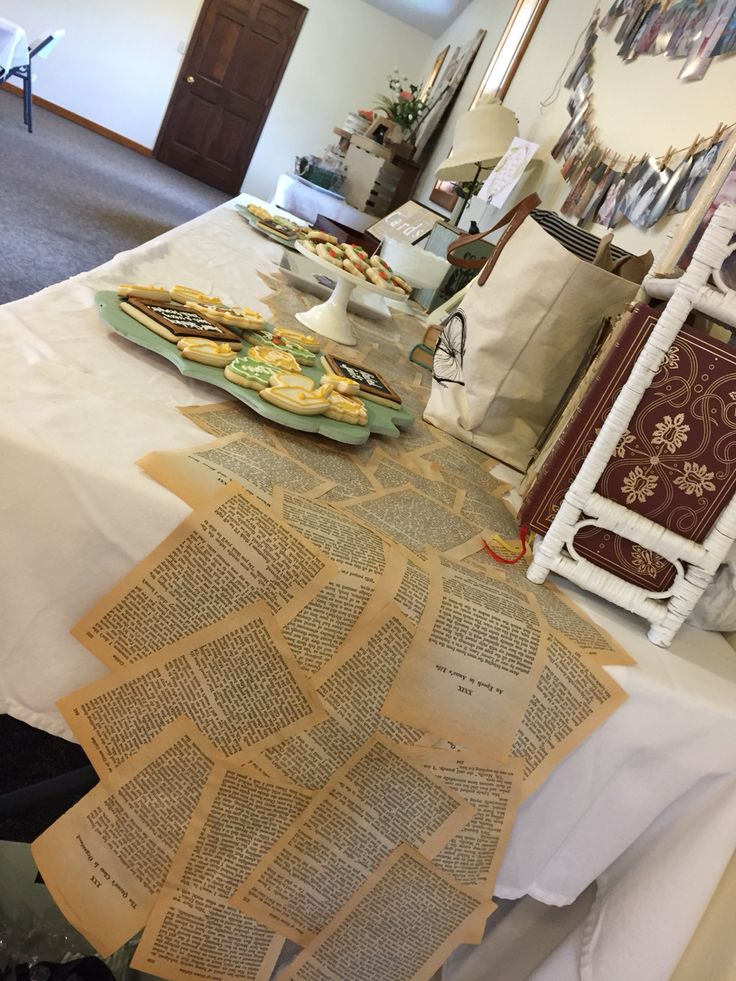 Anne of Green Gable's book page table runner