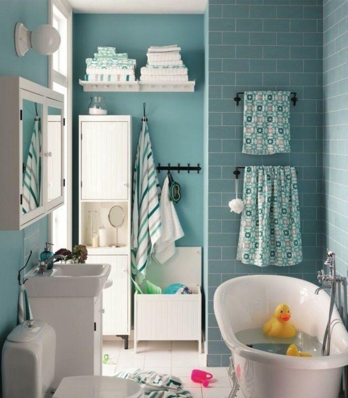 decoracion baños pequeños, gama verde azul, baño infantil, bañera blanca