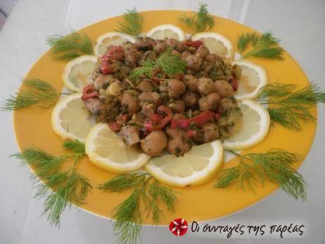 Μανιτάρια ανακατεμένα με σάλτσα λαδολέμονο ψημένα σε αντικολλητικό τηγάνι με άρωμα σκόρδου.